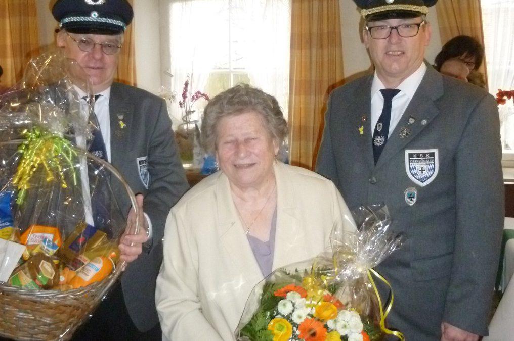 Ehrenfahnenmutter Marianne Högl feiert Jubiläum