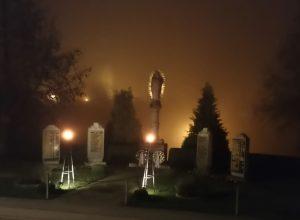Denkmal bei Nacht von Treppe aus gemacht
